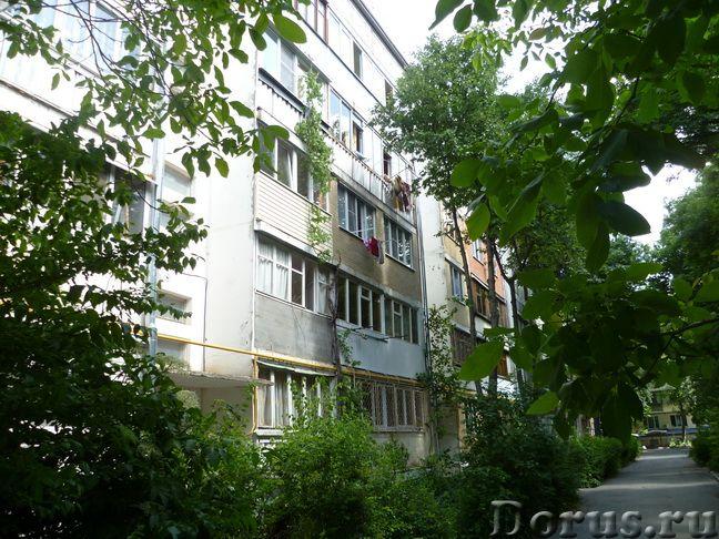 Продается 2-комнатная квартиpa в Ессентуках, 1 мкр, ул. Октябрьская, металло-пластиковые окна, натяж..., фото 1
